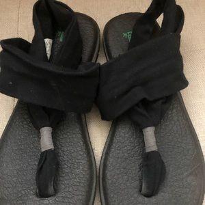 Black sanuk yoga sling